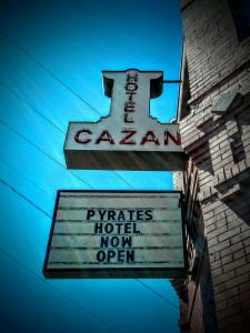 Pyrate-Hotel-Sign